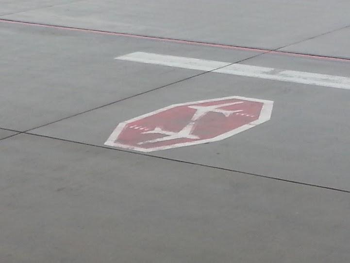 Wozu eigentlich fliegen am Flughafen - man kann ja auch am Boden Geld verdienen?