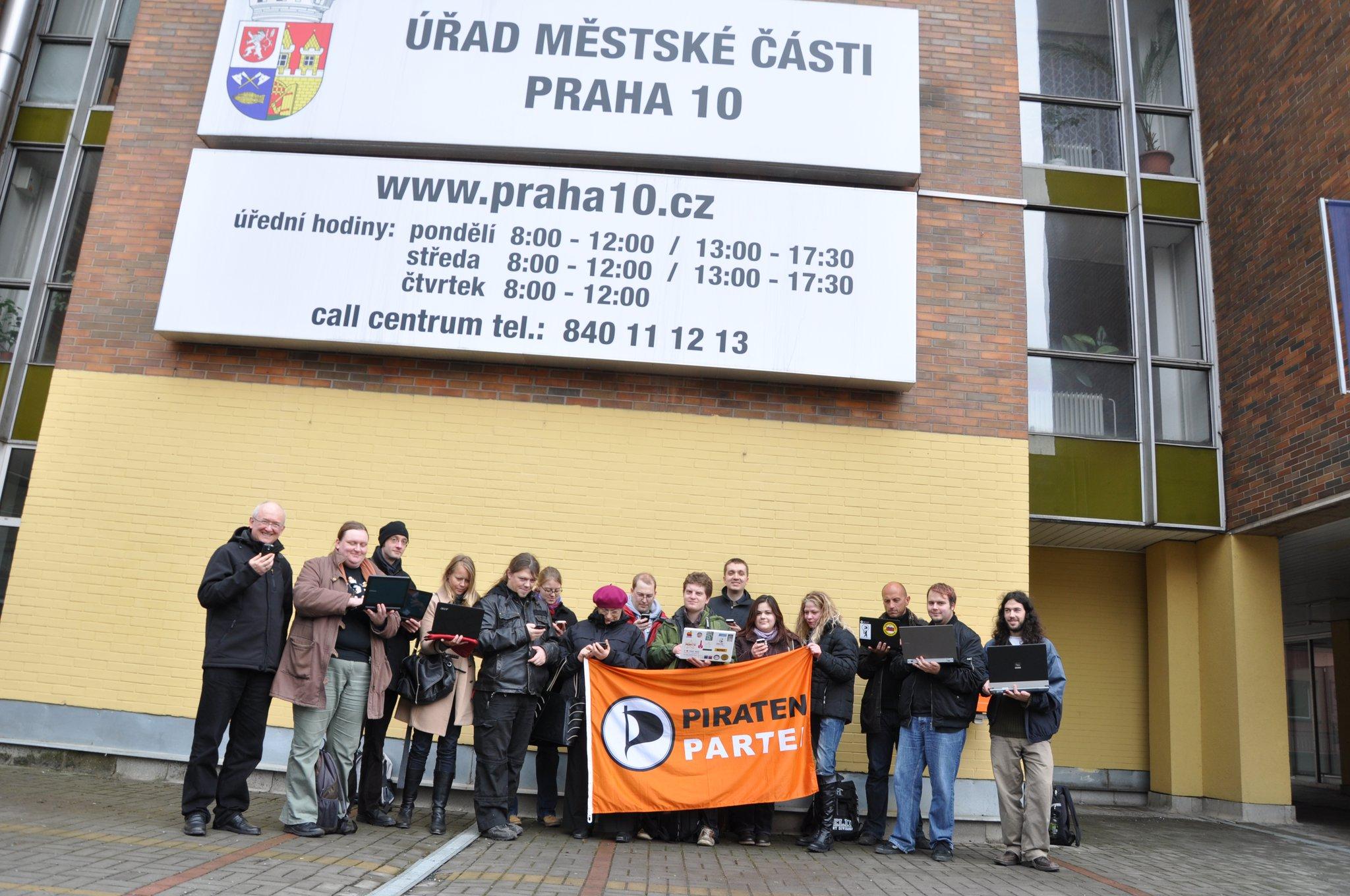 15 Piraten surfen einfach so ohne störende Haftung durch das Freinetz der Stadtverwaltung Prag10